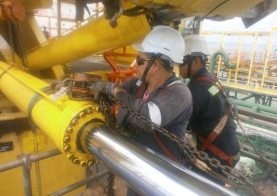 Carrying-out-repair-_-service-works-on-cylinder-offshore-3